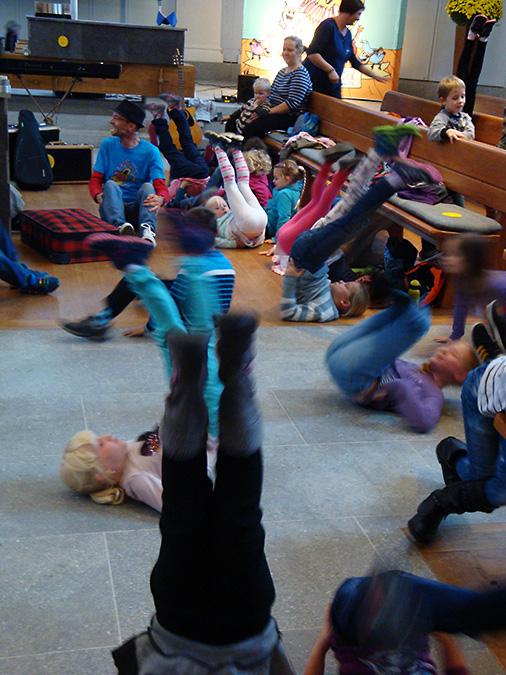«Immer öppis z'Lache»: KiK-Gruppen am Singnachmittag mit Christof Fankhauser